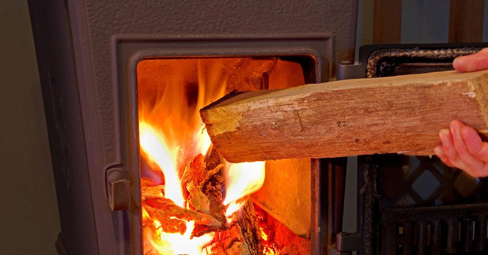Emissionsarm Heizen mit Holz